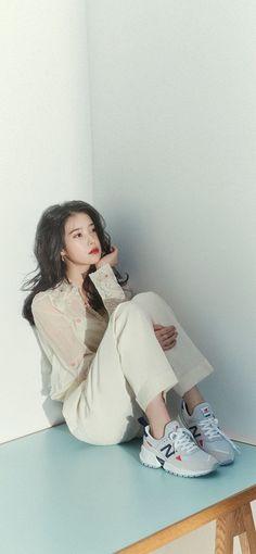 Kpop Fashion, Fashion Outfits, Chinese Symbol Tattoos, Live Wallpaper Iphone, Wallpaper Lockscreen, Pretty Wallpapers, Korean Beauty, Ulzzang Girl, Kpop Girls