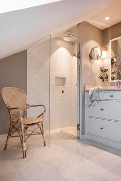 LANDSTED SVERIGE — Corniche Interior Design Bathroom Inspiration, Alcove, Backdrops, Divider, Bathtub, Loft, Interior Design, Furniture, Bathrooms