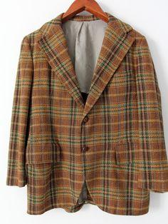 circa 1950s - 1960s A men's vintage tweed blazer. The wool plaid check sport…