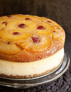 Pineapple Upside Down Cheesecake Cake. Sweet, buttery, caramelly and fruity pineapple upside down cake atop a New York style creamy cheesecake. Easy Pineapple Cake, Pineapple Upside Down Cake, Pineapple Cheesecake, Upside Down Cakes, Cheesecake Cake, Cheesecake Recipes, Dessert Recipes, Just Desserts, Delicious Desserts