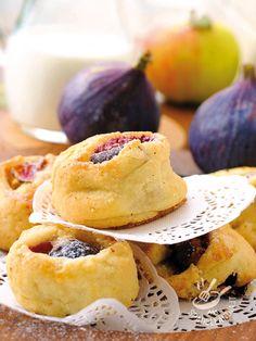 I Canestrini dolci ai fichi senza burro: non sono semplici dolcetti, sono delizie da forno arricchite dal frutto più dolce che c'è! Impossibile resistere..