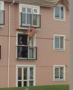 25 Craziest Things Seen From Apartments