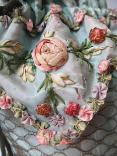 Wonderful Ribbon Embroidery Flowers by Hand Ideas. Enchanting Ribbon Embroidery Flowers by Hand Ideas. Rose Embroidery, Silk Ribbon Embroidery, Embroidery Stitches, Embroidery Patterns, Embroidery Tattoo, Machine Embroidery, Ribbon Art, Ribbon Crafts, Ribbon Flower