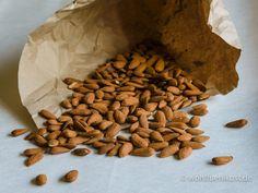 """""""Superfood Monday"""" (24. Teil): Mandeln #Antioxidantien #Ballaststoffe #basisch #bio #Bittermandel #Datteln #Fettsäuren #glutenfrei #Krachmandel #Mandeldrink #Mandelmilch #Mandelmus #Mandeln #Mandelpüree #Mineralien #Proteine #Roh #Rohkost #Süßmandel #Superfood #SuperfoodMonday #Vanille #vegan #Vitamine #Vitamix #Zöliakie #Zimt #zuckerfrei #gesundheitstipps #wohlfuehlkost"""
