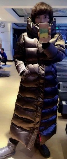 psb (14) (PQAZML) Tags: long down coat puffy nylon hood fur woman beauty sexy parkasite moncler winter cold jacket fetish