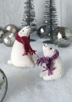 Who doesn't love Christmas! Knit these irresistably cute polar bear toys to decorate your home or give as great, festive gifts. The pattern is suitable for knitters of all abilities. Knitting Bear, Knitting Books, Knitting Projects, Sewing Projects, Christmas Makes, Christmas Toys, Christmas Decor, Cute Polar Bear, Polar Bears