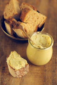 Un entrante delicioso y estupendo para llevar como detalle a alguna cena y salirte del clásico hummus. Consulta la receta completa aquí.
