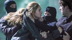 Divergent Deleted Scene: Watch the Brutal Eye Stabbing that Didn't Make It Into Theaters