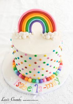 A rainbow cake is fun to look at and eat and a lot easier to make than you might think. Here's a step-by-step guide for how to make a rainbow birthday cake. Rainbow Birthday Party, Birthday Cake Girls, Rainbow Parties, 5th Birthday, Rainbow Food, Cake Rainbow, Rainbow Frosting, Cupcake Cakes, Cupcakes