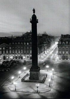 La place Vendôme la nuit, photographiée en 1949 par © Robert Doisneau  (Paris 1er)