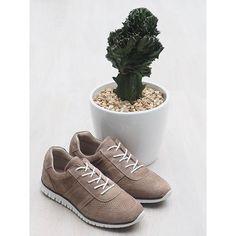 Suede Sneaker i bløde materialer😊  #suede #sneaker #supersoft #newin #nougat #allleather #ss17 #herningcity