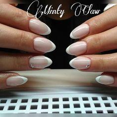 Pierwszy French 😊  #paznokcie #nails #manicure #instanails #mintyclaw #neonail #nailstoinspire #gelnails #frenchnails @neonailpoland