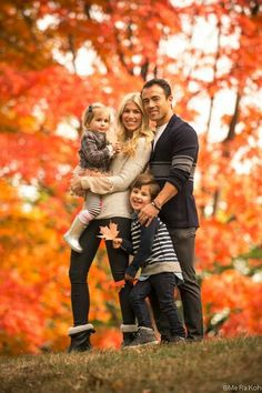 Cute Family Pose And Love The Fall Colours