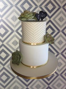 A lovely roundup of wedding cakes with succulent flowers is shared on the Craftsy blog