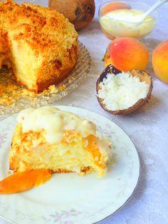 Летний персиковый пирог со штрейзелем и кокосовым соусом
