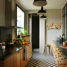 Framed mirrors along the rights side is a brilliant way to increase the visual width of a galley kitchen. Black Kitchens, Cool Kitchens, Black And White Flooring, White Wood, Black White, Hamptons Kitchen, Beautiful Home Designs, Parisian Apartment, Workspace Design
