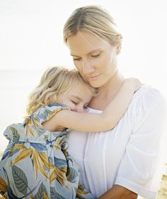 7 Ways to Deal With a Toddler's Tantrum - What Can We Do? - mom.me