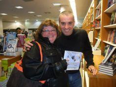 Lançamento do livro' Armandinho Um' e sessão de autógrafos com o autor Alexandre Beck - 11/06/2014. - Grupo Livrarias Curitiba — at Shopping Estação Livraria Curitiba.
