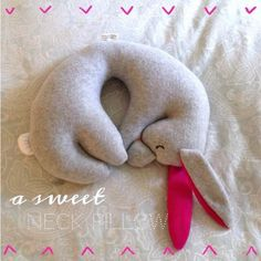 Cutest Travel Pillow diy idea...but make it more manly if you are making it for him :) #giftforhim #boyfirend
