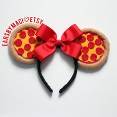 No Pizza-Lover Should Visit Disney World Without These Pepperoni Mickey Mouse Ears Delish Disney Diy, Diy Disney Ears, Disney Minnie Mouse Ears, Walt Disney, Disney Crafts, Cute Disney, Mickey Ears Diy, Micky Ears, Disney Ideas