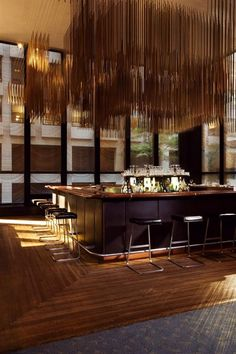 taburete alto de diseño de Ludwig Mies Van Der Rohe (Bauhaus) FOUR SEASONS  Knoll international