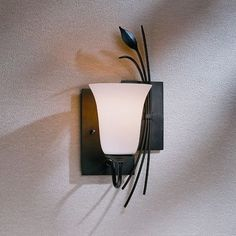 Hubbardton Forge Leaf 1 Light Wall Sconce Finish: Dark Smoke, Shade Color: Stone