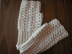 Easy Victorian Shell Mitts by irenemoogly, via Flickr ~ free pattern