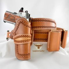 Very simple stamped pattern, but I like the look of it. Would love to see some carving on it 1911 Leather Holster, 1911 Holster, Custom Leather Holsters, Gun Holster, Western Holsters, Cowboy Holsters, Leather Tooling Patterns, Leather Projects, Leather Crafts