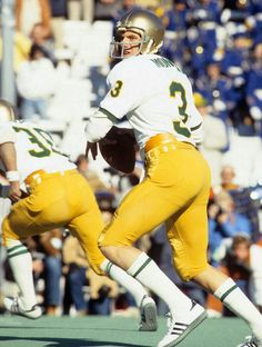 Photos: SI Vault Notre Dame Football - Daily Sports News & Live Stream Fotball Channel Notre Dame Football, Alabama College Football, College Football Players, School Football, American Football, Alabama Basketball, Football Football, Basketball Gifts, European Football