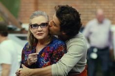 """Twitter: """"Oscar Isaac remembers Carrie Fisher and now I'm sad again."""""""