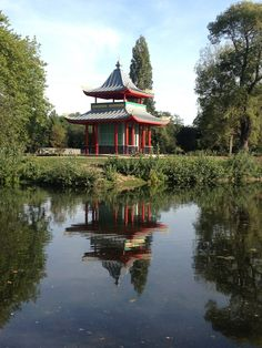 Victoria Park, London, Japanese Garden - I knew London was hiding a Japanese garden somewhere! Definitely going to this! =D