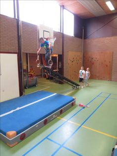 Parkour, Motor Activities, Activities For Kids, Pe Lessons, Toddler Class, Exercise For Kids, Kids Sports, Primary School, Physical Education