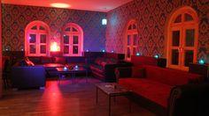 Das Edelweiss verkörpert, wie der Name bereits verrät, ein Stück bayrischer Kultur. Mitten im Görlitzer Park, im ehemaligen Bahnhofsgebäude, gibt es nun Brezeln statt Bahnen. #Berlin #Bars