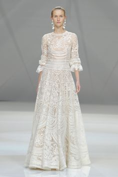 Speed Dating - Wedding Dresses & Gowns 2017 / embroidered Naeem Khan wedding dress: www. Naeem Khan Wedding Dresses, Naeem Khan Bridal, White Wedding Dresses, Bridal Dresses, Wedding Gowns, Bridesmaid Dresses, Wedding Blog, Amazing Wedding Dress, Bridal Fashion Week