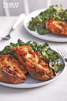 Swap a plain jacket potato for these indulgent loaded sweet potatoes with kale and Cheddar – filled with crispy bacon and melting cheese and served with crispy kale. Loaded Sweet Potato, Sweet Potato Recipes, Vegetable Recipes, Cheddar, Healthy Dinner Recipes, Vegetarian Recipes, Cooking Recipes, Roasted Turnips, Courge Spaghetti