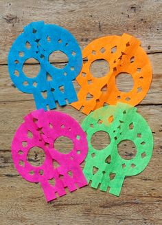 Calavera skull papel picado garland tutorial | free printable templates - Blue, orange, pink and green calavera skull papel picado - https://happythought.co.uk/craft/papel-picado-calaveras  #papelpicado #dayofthedead #templates