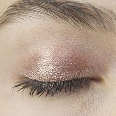 Gorgeous Makeup: Tips and Tricks With Eye Makeup and Eyeshadow – Makeup Design Ideas Eyeshadow Tips, Natural Eyeshadow, Pigment Eyeshadow, Green Eyeshadow, Eyeshadows, Applying Eyeshadow, Applying Makeup, Natural Makeup, Asian Eye Makeup