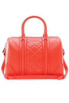 Bowling bag modelo Lucrezia rojo acolchado con doble asa, de Givenchy (1.490€).
