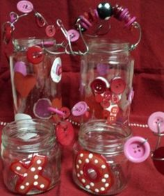 Cute as a button Valentine's Day jars.  Like how they did the handle