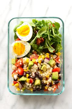 Make this Southwestern Black Bean Couscous Salad in under 20 minutes. It's packed with pulses, veggies, and healthy fats! Use whole wheat couscous to keep this healthy salad clean eating friendly. Vegetarian Meal Prep, Vegetarian Recipes Easy, Healthy Meal Prep, Lunch Recipes, Healthy Dinner Recipes, Healthy Snacks, Cooking Recipes, Vegetarian Italian, Veggie Meal Prep
