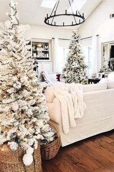 Cozy White Christmas The black iron wagon wheel chandelier anchors this holiday look from Christmas Bedroom, Cozy Christmas, White Christmas, Christmas Wreaths, Cute Christmas Ideas, Elegant Christmas, Christmas Villages, Victorian Christmas, Vintage Christmas