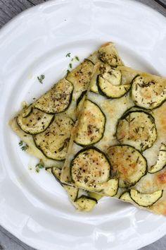 slany cuketovy kolac Russian Recipes, Mozzarella, Zucchini, Healthy Eating, Tasty, Vegetables, Food, Polish, Eating Healthy