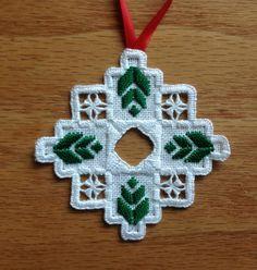 Hardanger Embroidered Christmas Tree Ornament por MnMom23 en Etsy