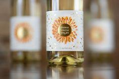 Disseny d'etiquetes pel vi d'agulla de Moscatell de gra petit de Maria Teresa Sogas. http://www.inaudit.es/portfoli/maria-teresa-sogas-etiqueta-de-vi/