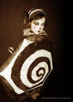 """gothconfessions: """" melwaseaten confessed: I absolutely love the dark circus aesthetic, but whenever I talk about it, people automatically think of juggalos, like they OWN the idea of dark circuses. Gruseliger Clown, Circus Clown, Creepy Clown, Circus Theme, Creepy Circus, Halloween Circus, Circus Art, Halloween 2020, Halloween Night"""