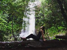 Fecho os olhos e me perco no tempo... ______________________________ #EscolhasDeSimone #Natureza #GoodVibes #Liberdade #Paz #VidaAoArLivre #VidaSimples #VidaNoMatto #EstiloDeVida #TrilheirasDoBrasil #TrilhandoMontanhas #Trilheira #Nature #Waterfall #LifeStyle #Choices #Freedom #Ig_MinasGerais_#ig_minasgerais #TurismoMG #ProfissãoAventura #ProjetoCachoeiro by escolhas_de_simone