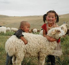 Mongolian kids with sheep. The main Mongolian livelihood is livestock, especially in countryside, but the harsh climate is challenging for survival of their animals. World Vision Kids Around The World, People Around The World, Around The Worlds, Precious Children, Beautiful Children, Little People, Little Ones, Cute Hug, Amor Animal