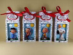 Caixinha de leite com visor para lembrancinha de festinha no tema do Snoopy. A turminha do Charlie Brown vai deixar sua festinha ainda mais animada.