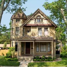 Stunning Springfield, OH Queen Anne featured in our 2011 Best Old House Neighborhoods story. | Photo: Courtesy of Anne Chirico | thisoldhouse.com