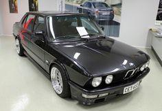 E28 Bmw, Volvo V70r, Bavarian Motor Works, Bmw Classic Cars, Bmw Love, Bmw Models, Old School Cars, Bmw 5 Series, Bmw Cars